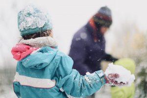 Photographe-Famille-Jeux d'enfants dans la neige